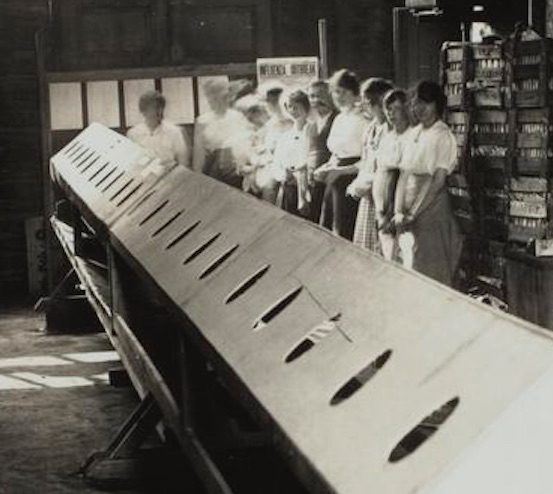 Workers at Kodak ready for the INHALATORIUM, 1919